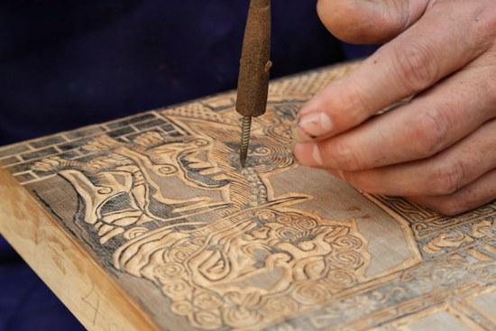 雕刻制作滑县木版年画的模板