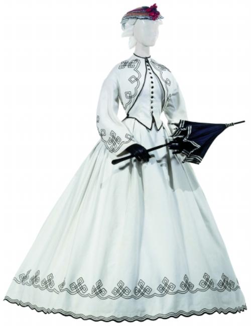 术博物馆的19世纪礼服