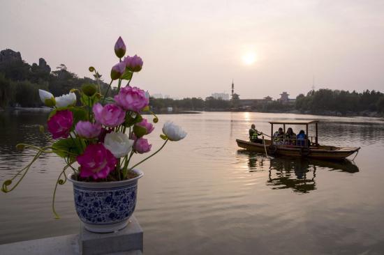 中国开封第34届菊花文化节开幕