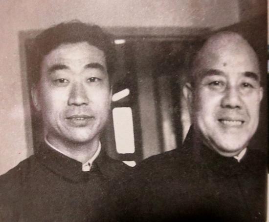 """京剧""""活曹操""""与河南""""活诸葛""""的""""情缘"""""""